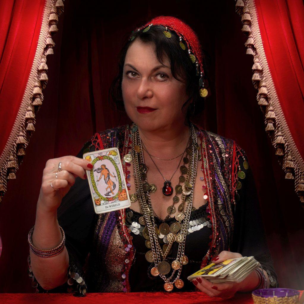 waarzegster-samiera-tarotkaarten-handlezen